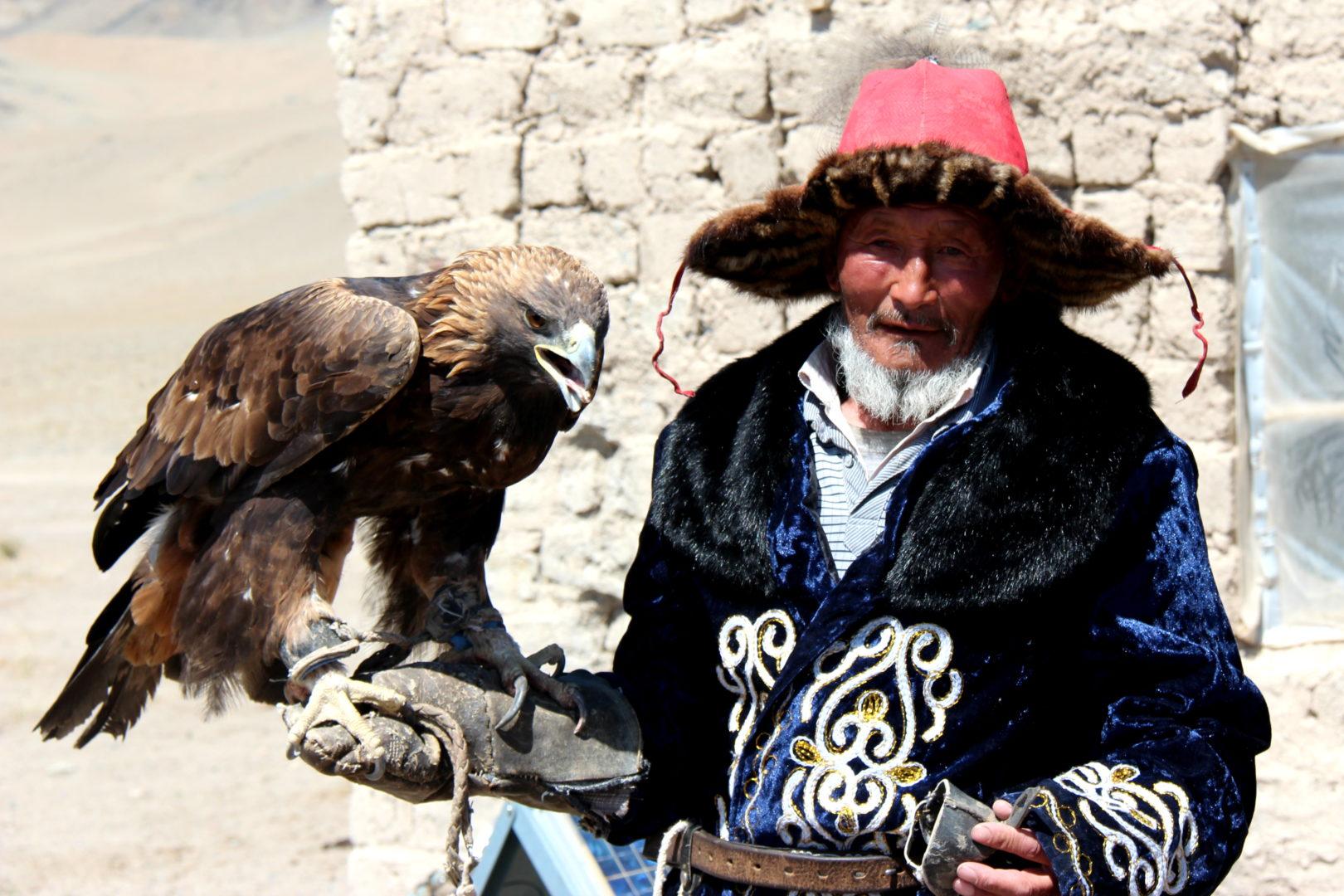 Mongolei-Reise: Adlerjäger in Tracht