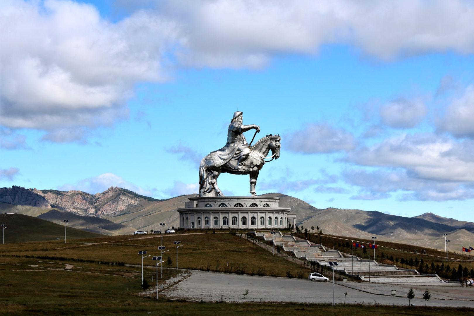 Chentii - der Osten: Dschingis Khan Denkmal