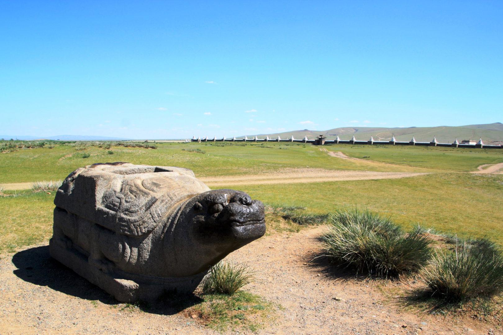 Schildkröte - Stütze einer Säule des alten Palastes des Dschingis Khans